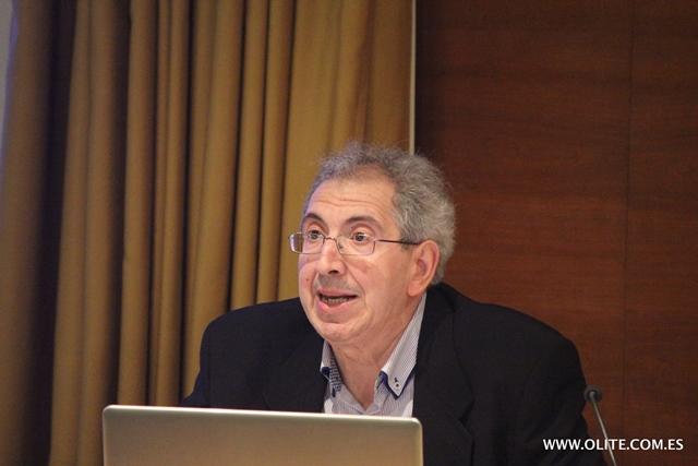 Carlos Soler, en la conferencia donde con exquisita precisión mostró el camino de introducción del Ajedrez en horario lectivo de un modo legal. Una de las personas que han hecho de la Escuela Santa Ana de Tudela, una de las más importantes de Navarra