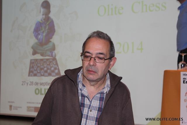 Jose Luis Alvarez, mostrando en su conferencia múltiples recursos didácticos para profesores