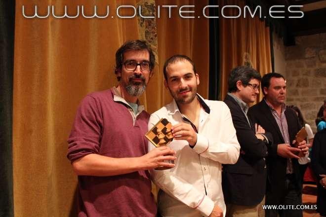 El conferenciante Manuel Azuaga, de Ajedrez Social de Andalucía, junto al Maestro Internacional Roi Reinaldo, ya en ambiente más relajado tras las simultáneas